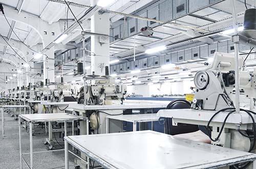 Chuyên thiết kế, lắp đặt dây truyền may, sản xuất quần áo.